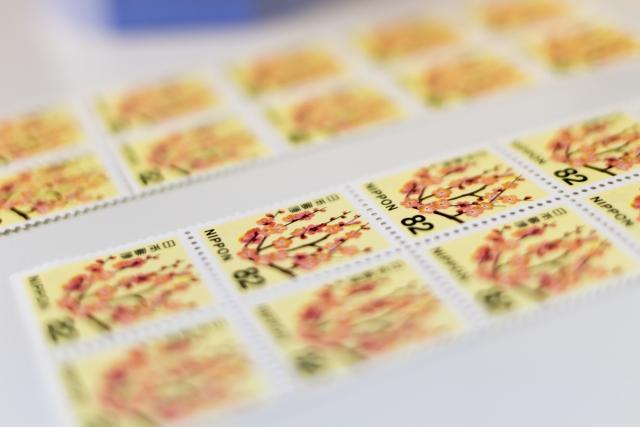 横向きの封筒に切手を複数貼る場合