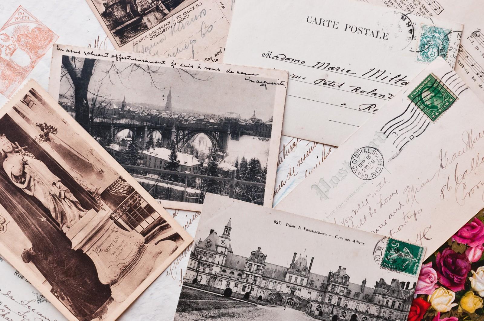 横長の郵便物ではどこに切手を貼る?