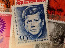 シール式の切手があることをご存知でしたか?