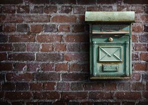 郵便物の郵送に必要な金額